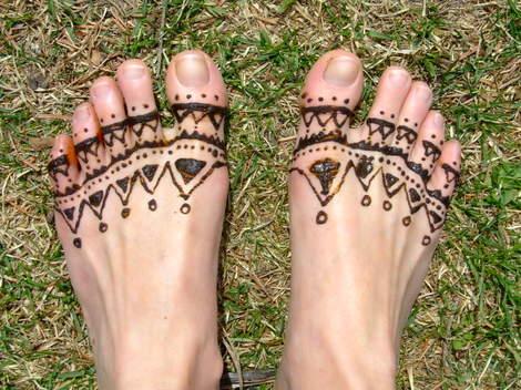 Hennaed_feet