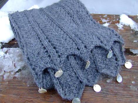 Greyrazorshellscarf
