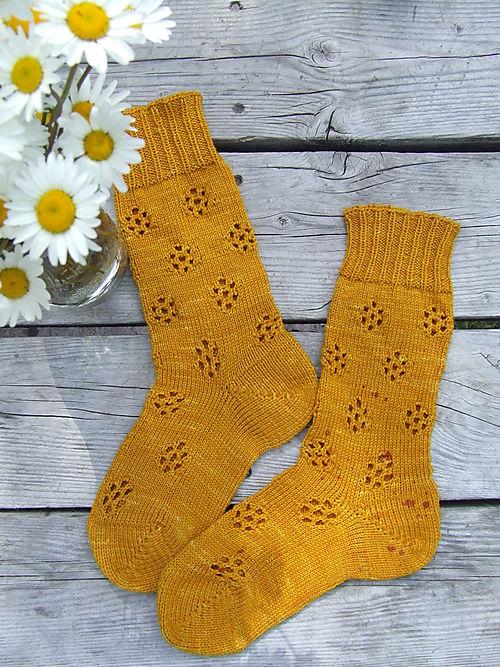 Screaming Yellow Daisy Socks