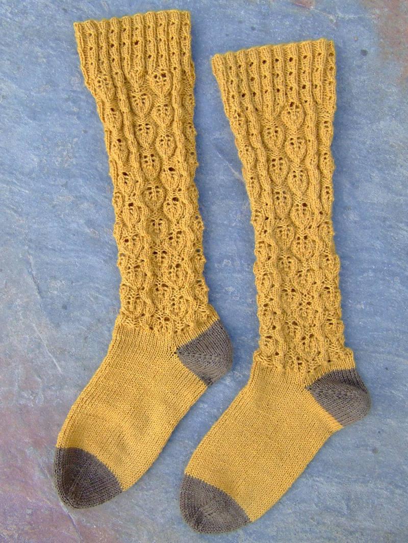 Knitting Iris: Lace (nearly) Knee Highs